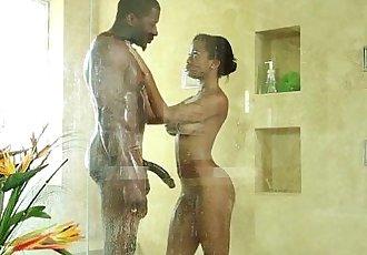 Ebony masseuse cum soaked - 5 min
