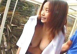 Asian amateur gives outdoor blowjob - 6 min