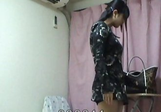 Peeping the buttocks of japanese teen girl. - 5 min