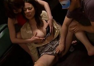 Slutty milf getting finger fucked to be aroused - 57 sec