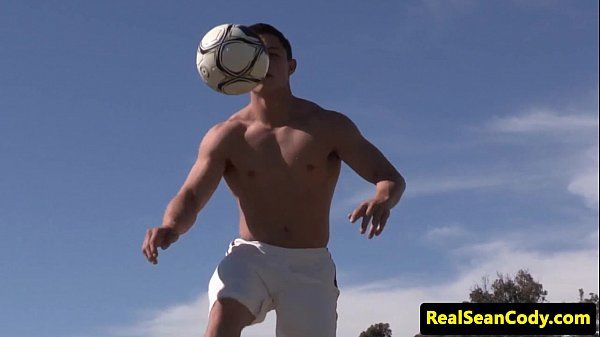 Athletic muscle hunk blowing his loadHD