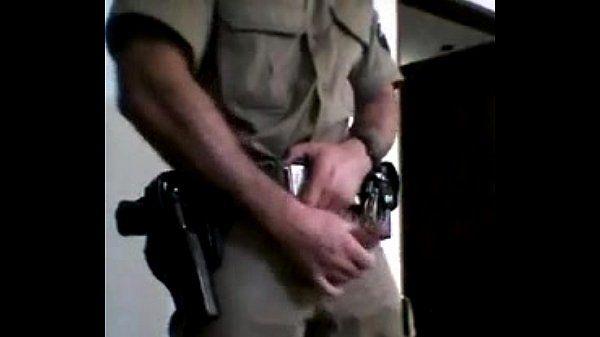 Punheta do Policial fardado