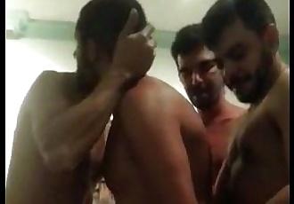 Orgia entre machos