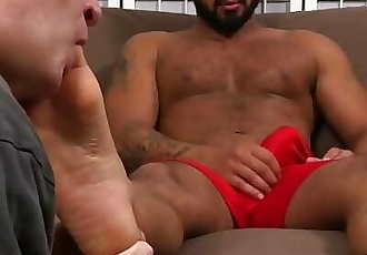 Arab hunk Damian Taylor enjoys a feet worshipping session