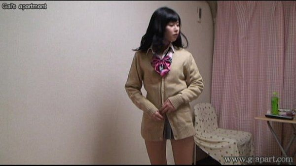 WEBCAM Yurina is change into uniform miniskirt