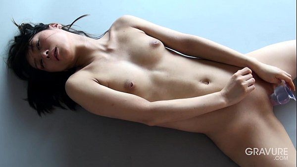 Gravure.com idol Reika Yamada 山田玲華 shaved pussy dildo..