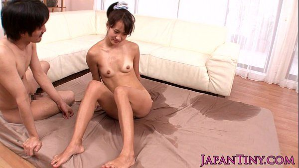 Tiny Japanese squirts in threeway fuck HD