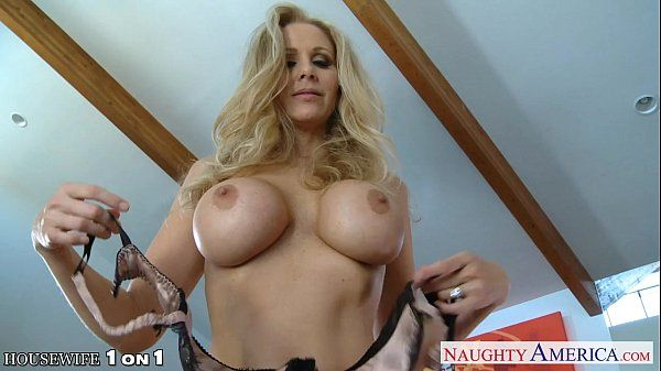 Blonde housewife Julia Ann gives blowjob in POVHD