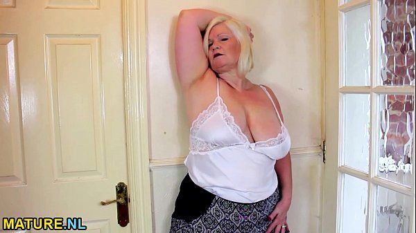 Blonde BBW pleasures herselfHD