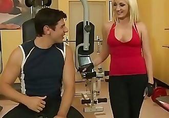 Esperienze di signore prosperoseExperiences of buxom women 2h 15 min HD