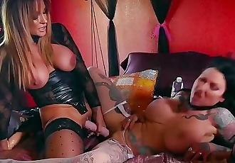 Spizoo - Jenevieve Hexxx & Audrey Black lesbian, big booty & big boobs