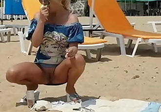 Sweet blonde she shows her pussy in public at her first Tinder Date