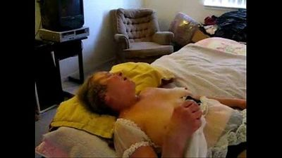 Cumming on face and mouth of horny granny. Amateur - 2 min
