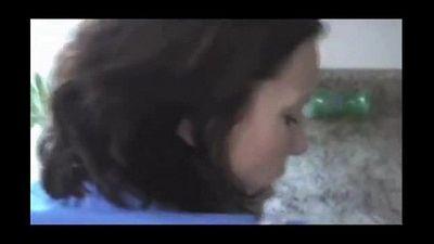 Filho comendo o cuzinho da mãe na cozinha novinhasapeca.com - 2 min