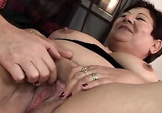 Lawanda likes meat more than toys! This BBW spins on you till you are done! 6 min 1080p