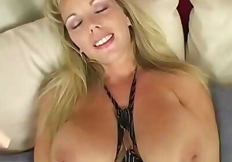 MILF Amber Masturbating 10 min