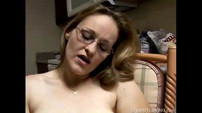 Chubby amateur MILF masturbating - 5 min