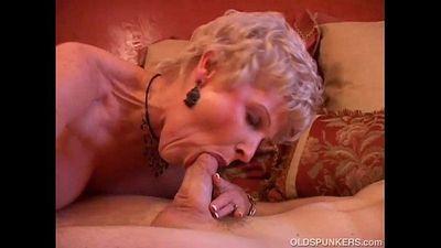Gorgeous cougar sucks cock and eats cum - 8 min