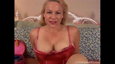 Beautiful mature blonde is a squirter - 9 min