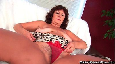 Busty senior lady Alma rubs her hairy cunt with her fingers - 6 min HD