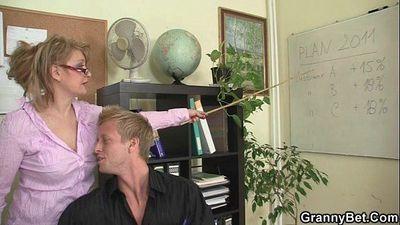 He bangs horny office lady - 6 min