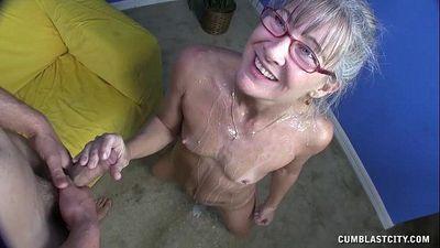 Horny Granny Gets Splattered - 4 min HD