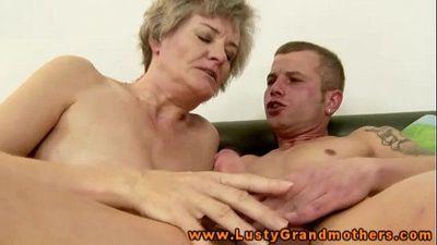 Amateur GILF hottie slobbers over dick - 6 min