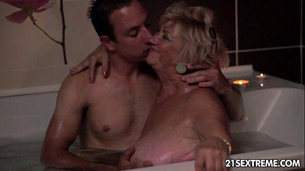 Granny Femme Fatale - 7 min