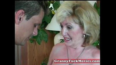 experienced Granny sucking amateur penis - 6 min