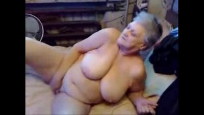 Nasty grandma fingering her pussy. Real amateur - 6 min