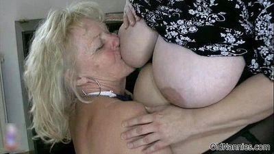 सुनहरे बालों वाली नानी प्यार करता है होने लेस्बियन सेक्स - 5 मिन