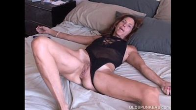 Mature amateur loves it anal - 5 min