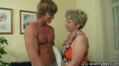 Lonely granny takes big cock - 6 min