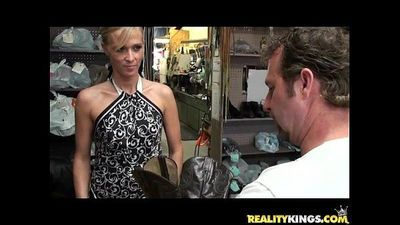 Jessica gets her courgar twat treated by the Milf Hunter\