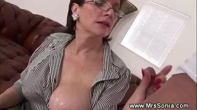 Cuckolds wife gets creamed - 5 min