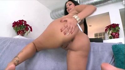 Huge booty amateur gets fucked