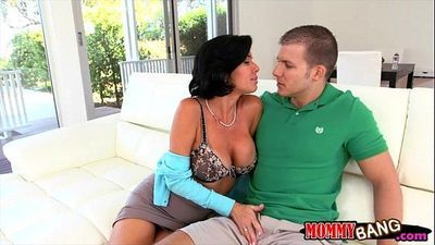 Veronica Avluv and Emma Ryder hot 3some