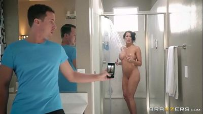 BrazzersStep son catches (Reagan Foxx) in the showerHD