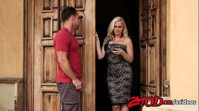 smoking-hot-milf-holly-heart-drilled-hard-720p-tube-xvideosHD