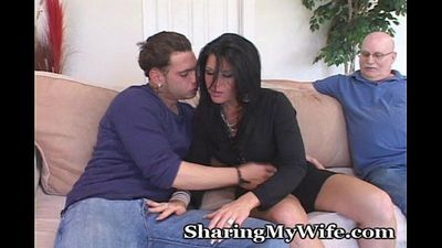 Mature Housewife Seduces Younger Man To Turn On Hubby - 5 min