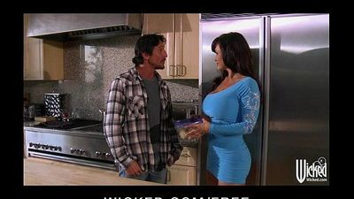 Lisa Ann gives a lunch and pussy at landscaping - 5 min