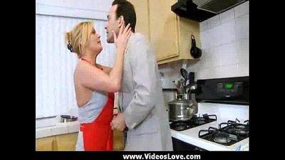 Hardcore olgun milf içinde mutfak - 4 min