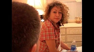 Sexy mature amateur sucks cock - 7 min