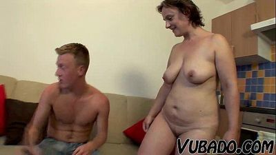 MATURE GF INVITES HIM FOR SEX AT HOME !! - 6 min HD