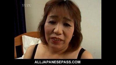 Horny mature Kiriko Nakamoto - 8 min