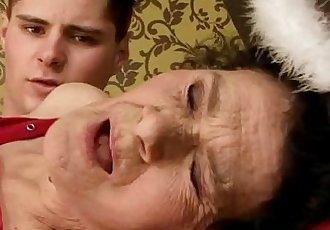 Amateur mature granny drilled hard - 7 min