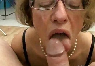 Mature slut fisted and fucked by two brutes - 7 min