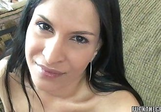 Exotic MILF Naomi Shah is blowing a guy she just met - 6 min HD