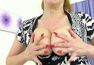 English milf Red fucks her creamy cunt with a dildoHD