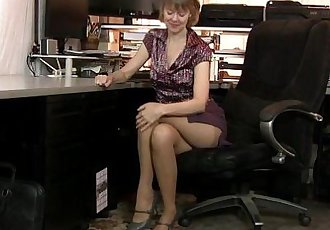 American milf Jamie Foster gets turned on in pantyhoseHD